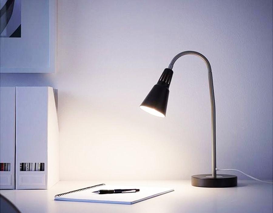 11 نکتهای که قبل از خرید چراغ مطالعه باید به آنها توجه کنید