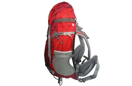 بارگیری یک کوله پشتی پیادهروی و کوهنوردی بدون قاب